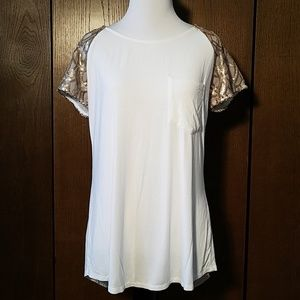 BKE SEQUIN SLEEVES OBEN BACK TOP SZ SMALL